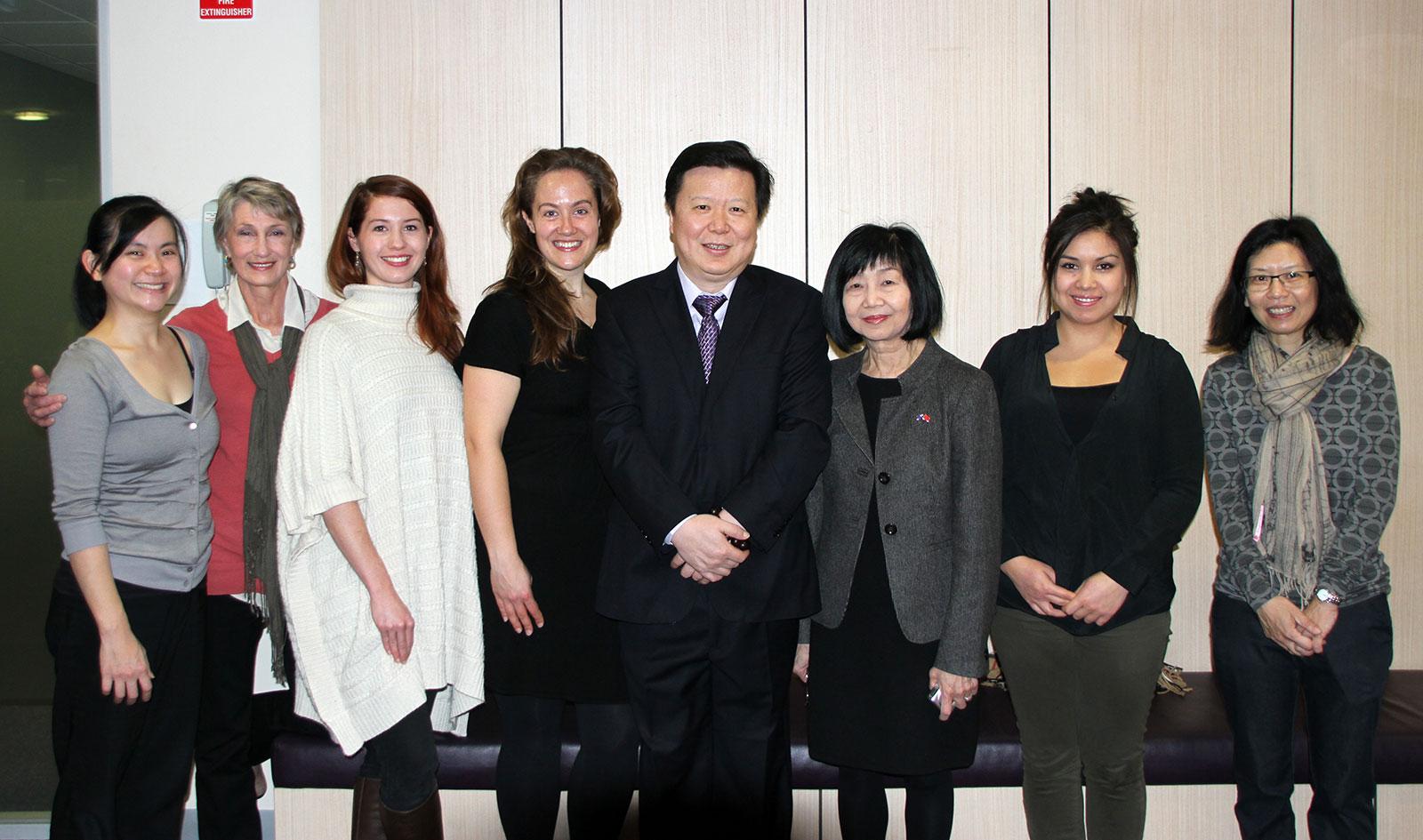 pearls helpers and Professor Li Zhong
